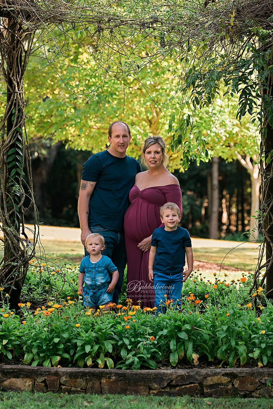 Family outside in the garden with pregnant mum - Sunshine Coast Gympie Maternity Photography